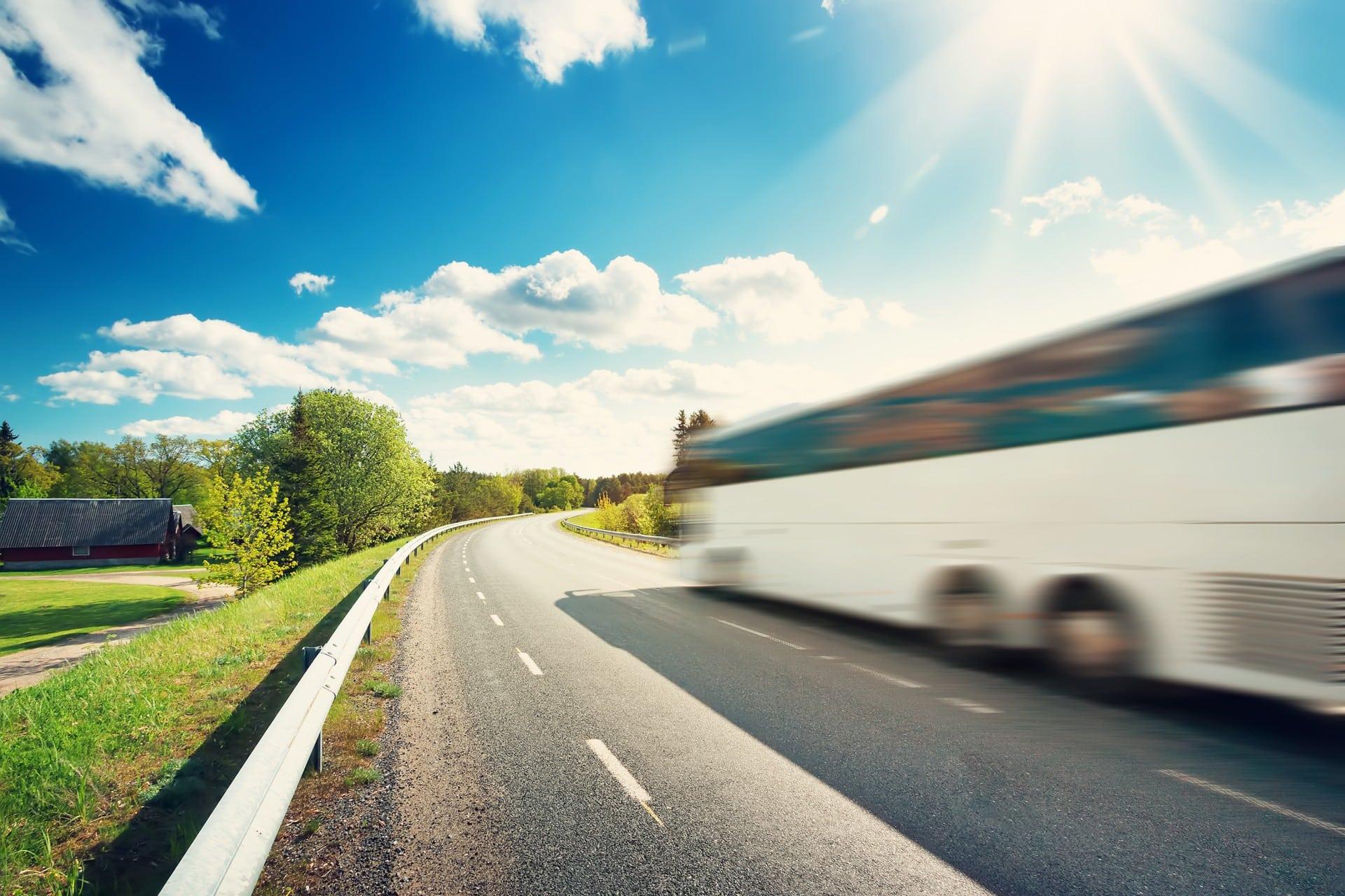http://llustration%20du%20permis%20de%20conduire%20D,%20montrant%20un%20bus%20roulant%20sur%20l'autoroute